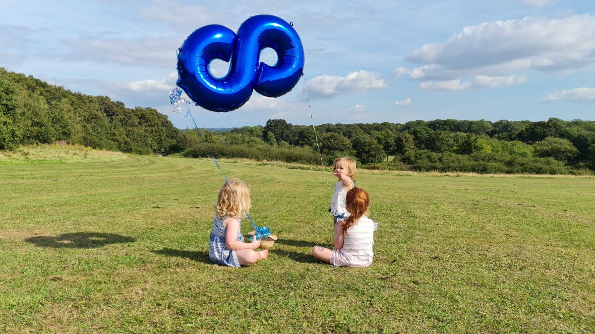 Girls in the field with the Rareloop balloon